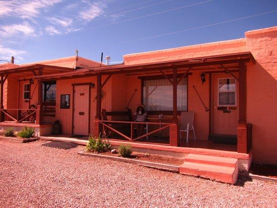 Tombstone Sagebrush Inn: Beautiful deck area