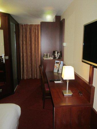Kyriad Hotel Les 4 Pavillons - Bordeaux Lormont : Room