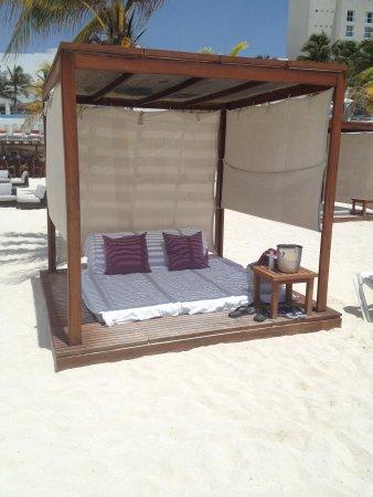 Le Blanc Spa Resort: Our Cabana on the beach