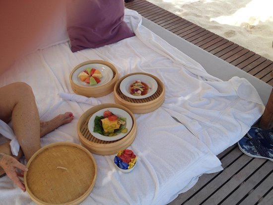 Le Blanc Spa Resort: Lunch on the beach