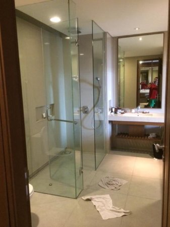 Four Points by Sheraton Bali, Seminyak: Bathroom (junior suite)