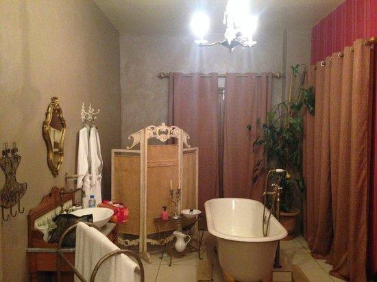 Lokanga Boutique Hotel : Bathroom area of bedroom