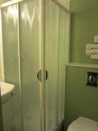 Ibis Budget Aix en Provence Les Milles: Bathroom