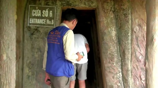 Hue Riders : Vinh Moc - Entering the tunnel