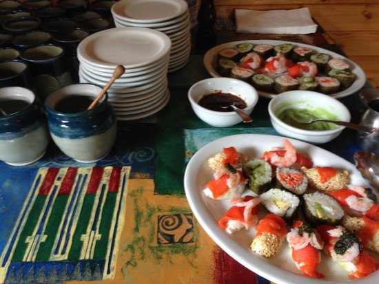 Selkirk Mountain Experience Lodge: Durrand Glacier: sushi buffet