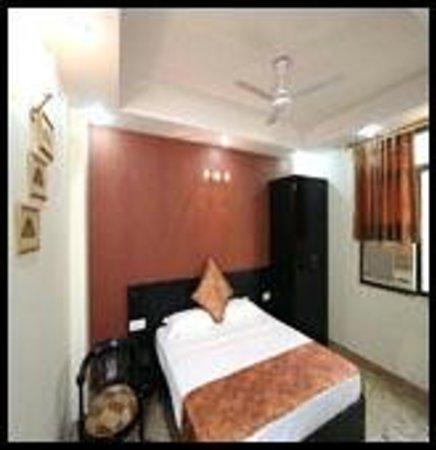 Hotel Jeniffer Inn: Double (King Size) Bed Room