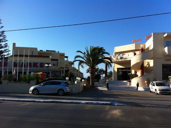 Santa Helena Village: Super market and the hotel