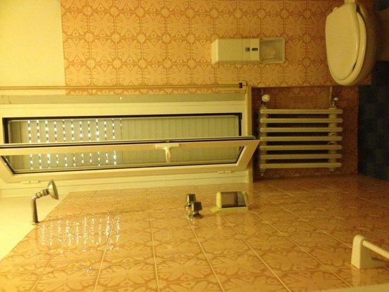 Locanda San Biagio: doccia senza porta in bagno