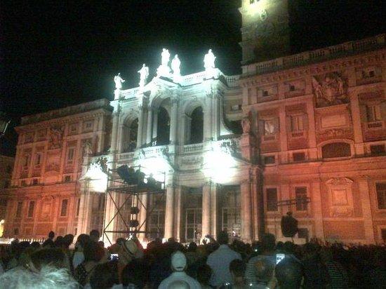Basilica di Santa Maria Maggiore: La facciata illuminata di notte