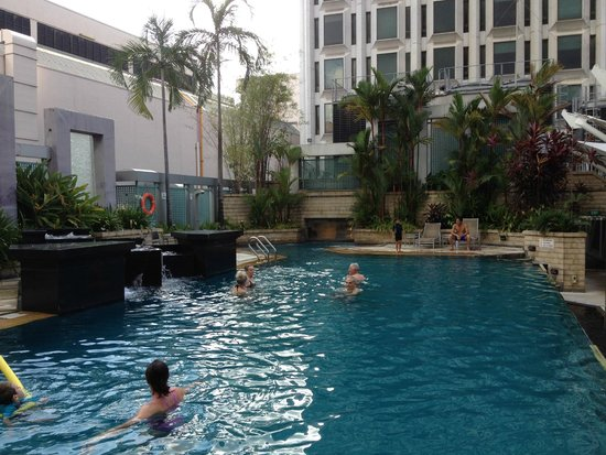 Peninsula Excelsior Hotel: The other pool
