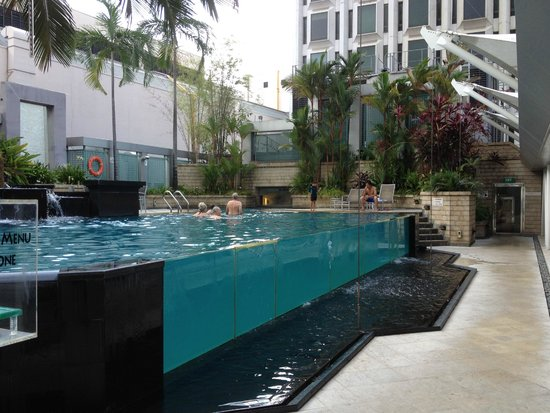 Peninsula Excelsior Hotel: The main pool