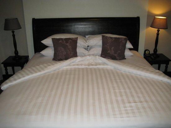 Baan Wanglang Riverside: geräumiges Bett für 2 Personen