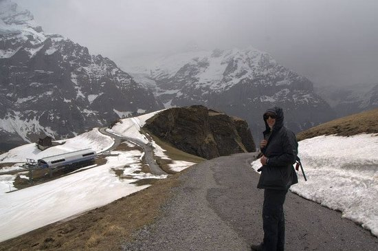 Männlichenbahn Grindelwald: The weather came in unexpectedly so we were glad that we had extra xclothing to put on,