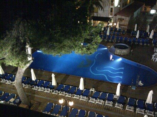 azuLine Hotel Coral Beach: Main Pool at night