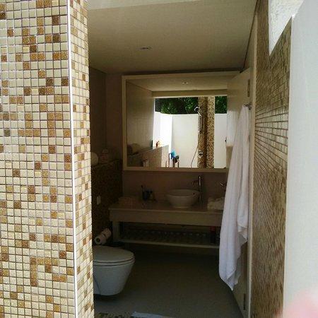 Holiday Inn Resort Kandooma Maldives : Bathroom