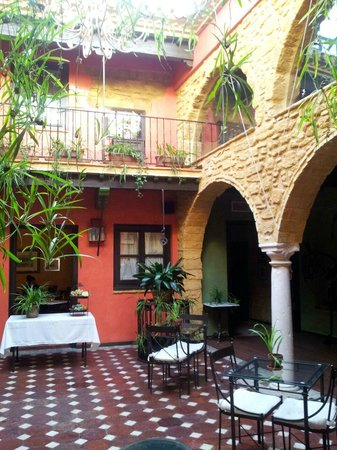 La Casona de Calderon: magnifico patio