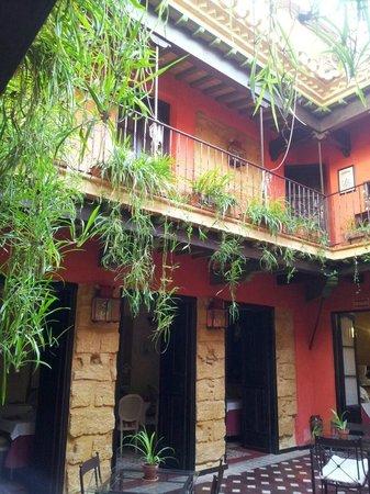 La Casona de Calderon: patio