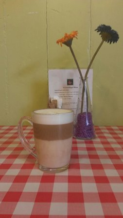 Caffi Wiwer Goch - Red Squirrel Cafe: Latte Macchiato