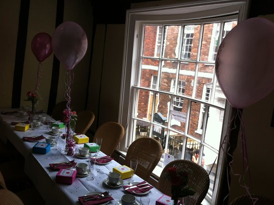 Georgina's Cafe: The room before we all descended