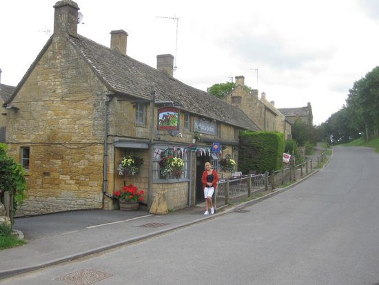 The Hollow Bottom: The Pub