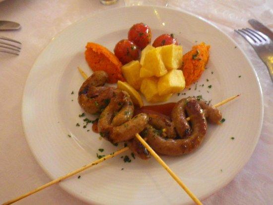 Diwane Hotel : Brochettes merguez et légumes d'accompagnement