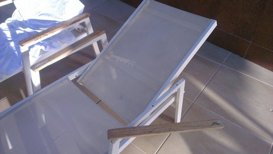Hotel Granada Palace: Another broken lounger