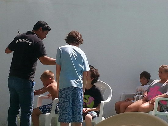 Gran Garbi Mar : Kids entertainer throughout the day. This was the archery day!!