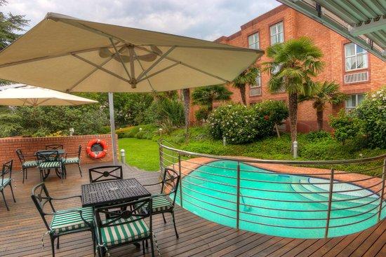 Town Lodge Sandton-Grayston Drive: Pool Area