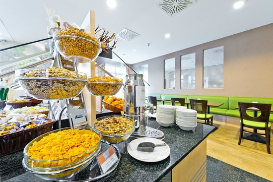 Holiday Inn Express Frankfurt-Messe: Start your day right with a range of cereals