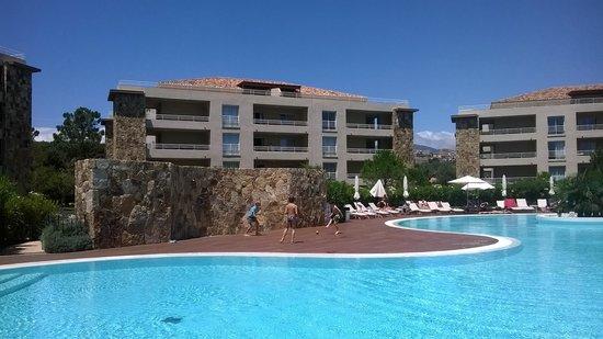 Residence Salina Bay : 4 immeubles autour de la piscine