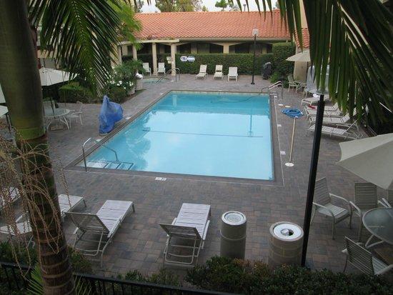 Best Western Plus Orange County Airport North: Outdoor pool & tub