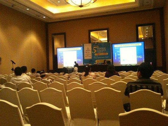 Hotel Santika Bandung : Grandball room Hyatt Regency tempat kongres berlangsung