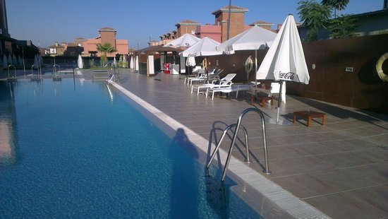 Hotel Granada Palace: Beautiful pool with 4 of the 9 sun loungers visible