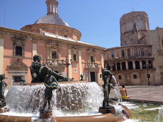 Plaza de la Virgen: Площадь Виржен
