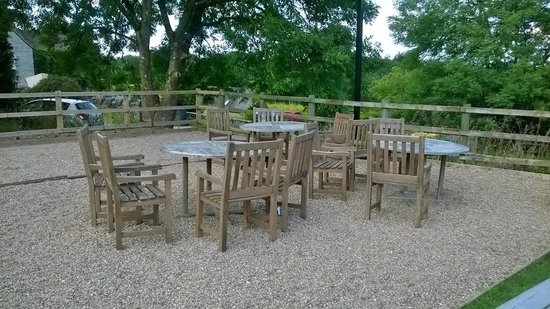 The Rising Sun Inn Restaurant: Outside seating area