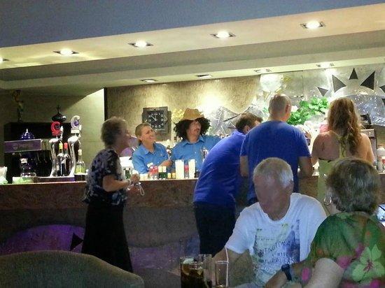 Sandos Monaco Beach Hotel & Spa: Bartenders making fun