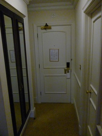 Sprowston Manor Marriott Hotel & Country Club: Room corridor