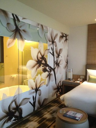 Crowne Plaza Changi Airport: Lovely decor
