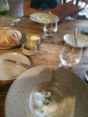 In de Wulf : sober table ware , fine woodoven baked bread