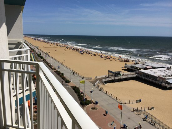 Best Western Plus Sandcastle Beachfront Hotel: Looking to the left from the balcony