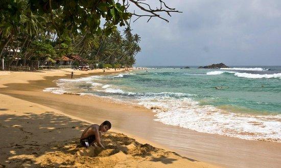 Sri Gemunu Beach Resort: Devant l'hotel
