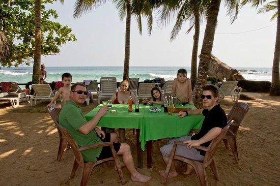 Sri Gemunu Beach Resort: Terrasse