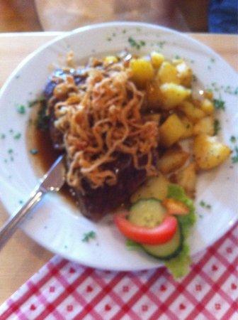 Landgasthof Hittenkirchen : Zwiebelrostbraten mit Bratkartoffeln