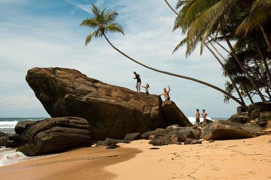 Sri Gemunu Beach Resort : LE rocher du Sri Gemunu