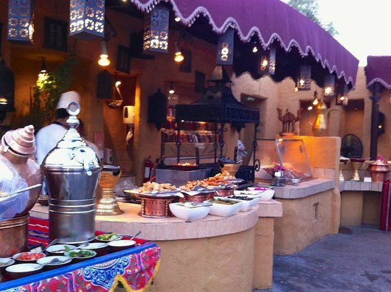 Bab Al Shams Desert Resort & Spa: Arabic buffet - best in Dubai