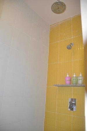Krabi Cha-Da Resort: Bathroom