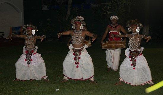Sri Gemunu Beach Resort : Danse traditionnelle St. Sylvestre