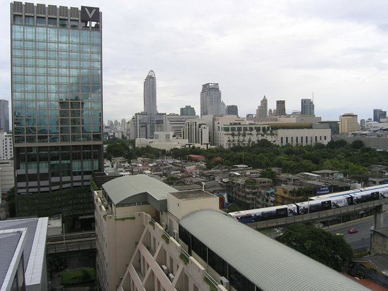 Evergreen Place Bangkok: A view twards V hotel
