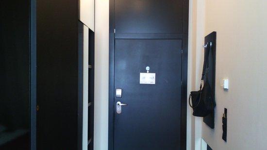 Perla Hotel: porta camera 406