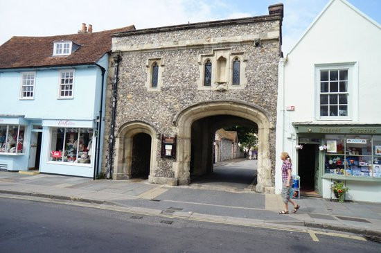 Chichester, UK: 2.Turn right and then left on South Street go through this gate
